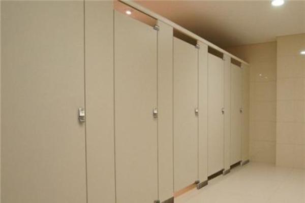 卫生间隔断厂家分析预防配件生锈的方法