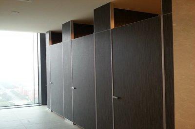 卫生间隔断厂家分享几种常用的板材